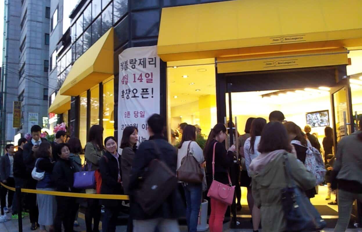 Nakseongdae Korea bakery shop queue